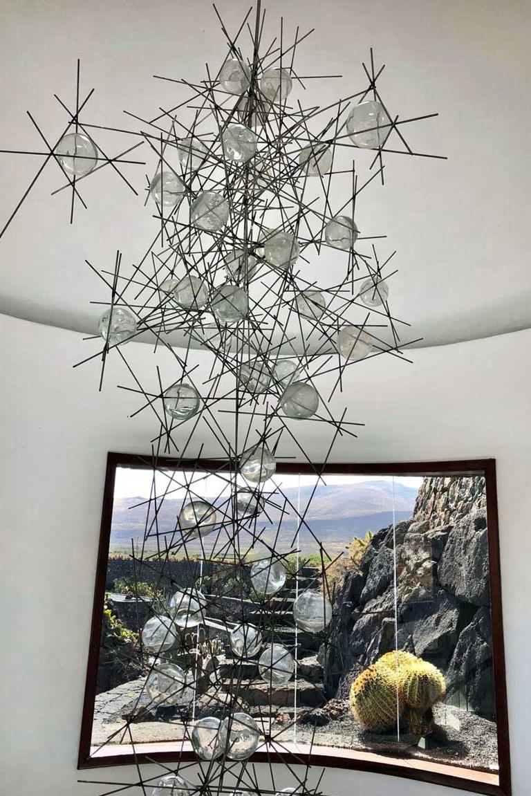 Origineller Leuchter von Cesar Manrique im Jardin de Cactus Lanzarote