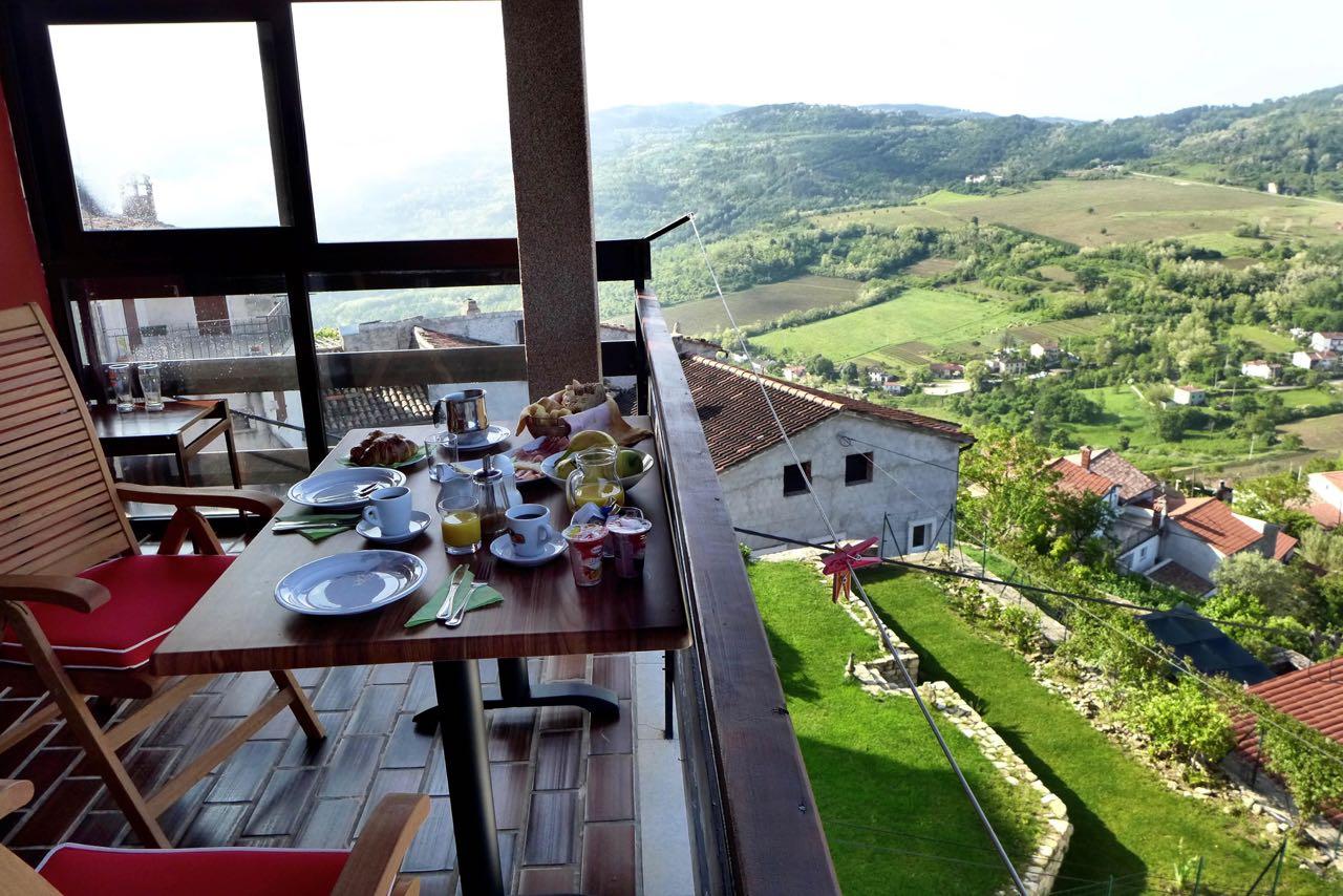 Frühstück mit Ausblick, Villa Marija in Motovun