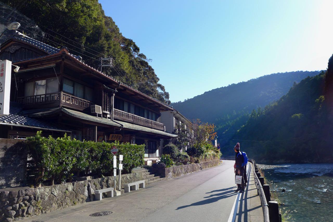 Kameya Ryokan vis-a-vis vom Hot Spring Fluss in Kawayu Onsen, Japan Wakayama
