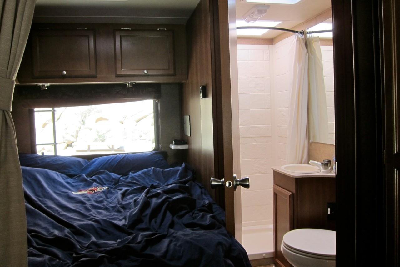 Großes Doppelbett,  USA Wohnmobil Road Bear