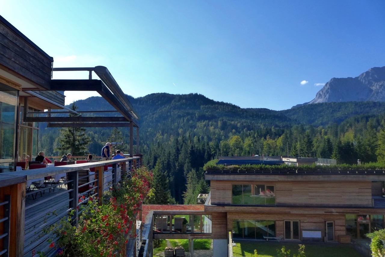 Das moderne Kranzbach – viel Aussicht von der Restaurantterrasse