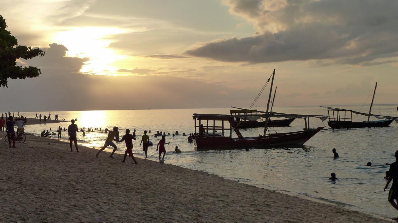 Sonnenuntergang  Strand von Stone Town