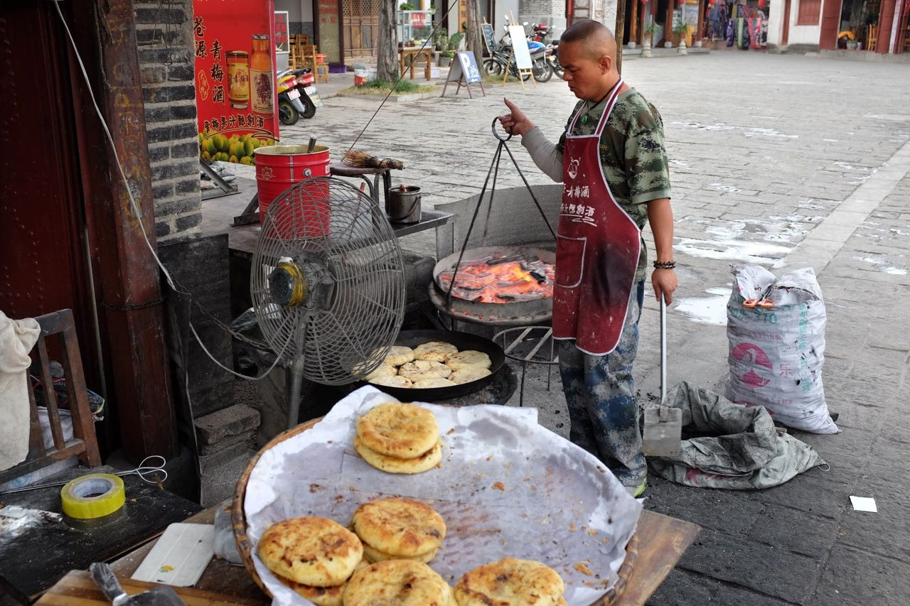 Beliebter 'Baba' Imbiss in Xizhou