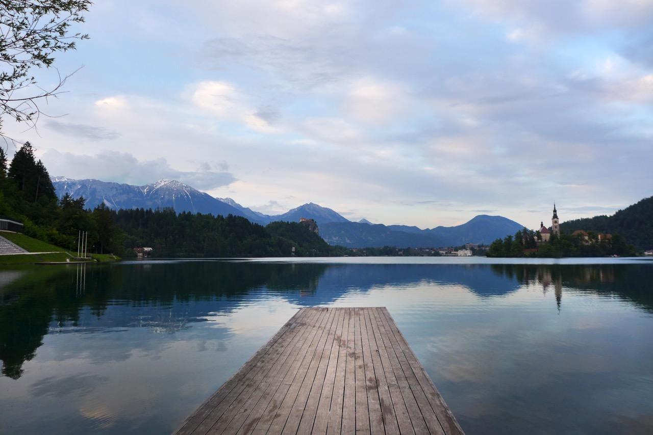 Steg vom Campingplatz Bled am Ende des Sees