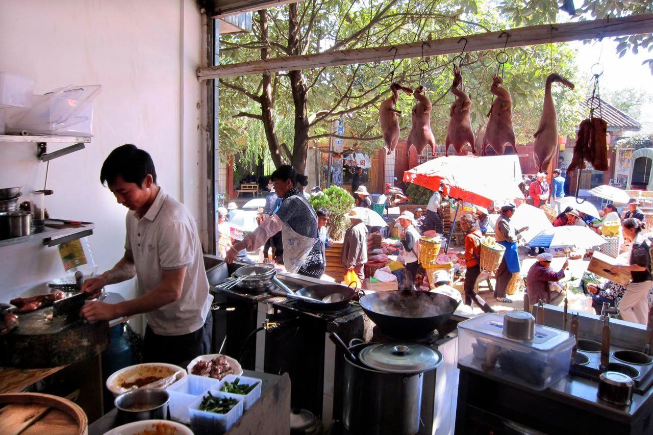 Das Enten-Lokal direkt an der Marktstrasse in Shaxi
