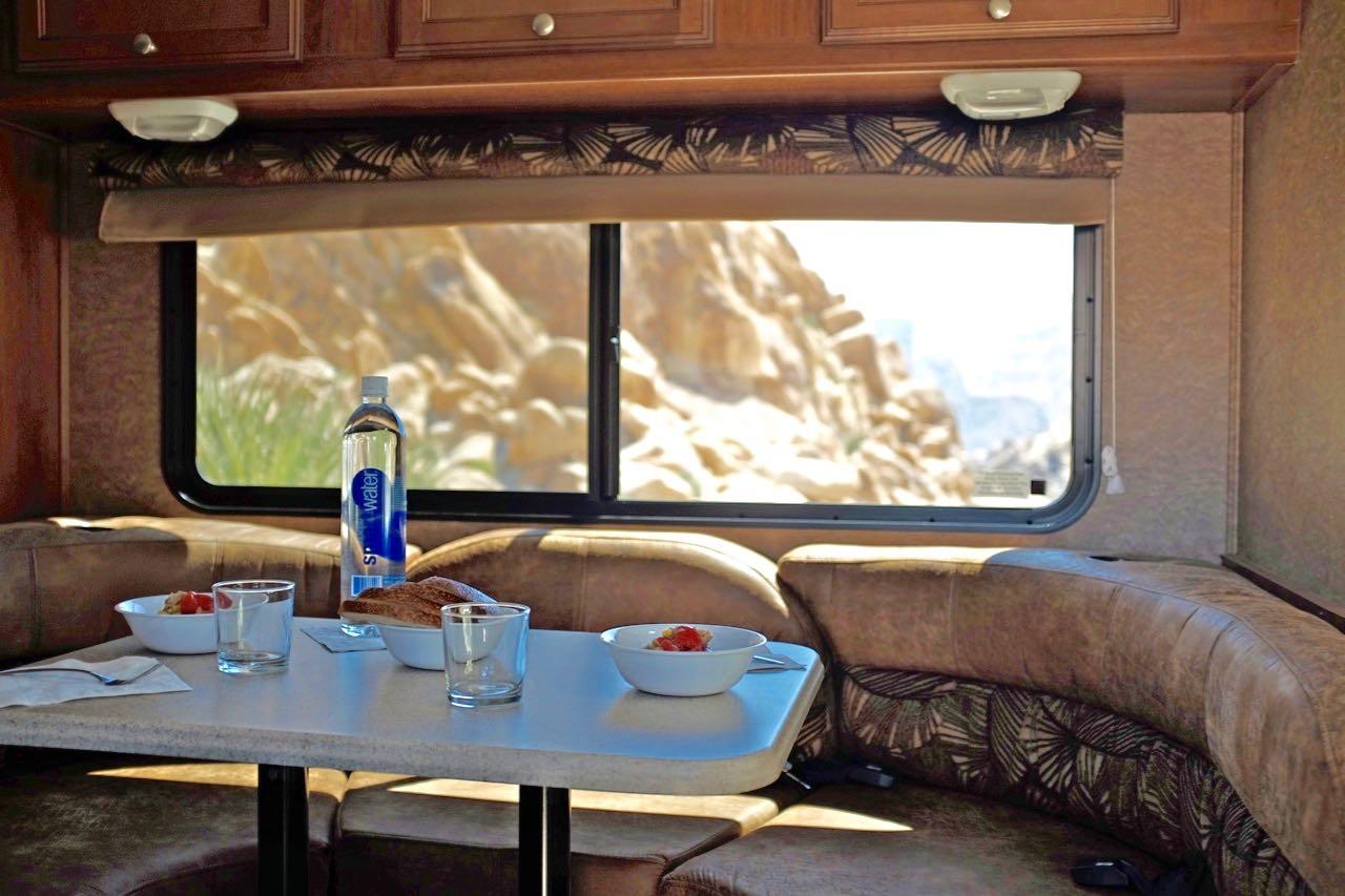 Esstisch, USA Wohnmobil Road Bear
