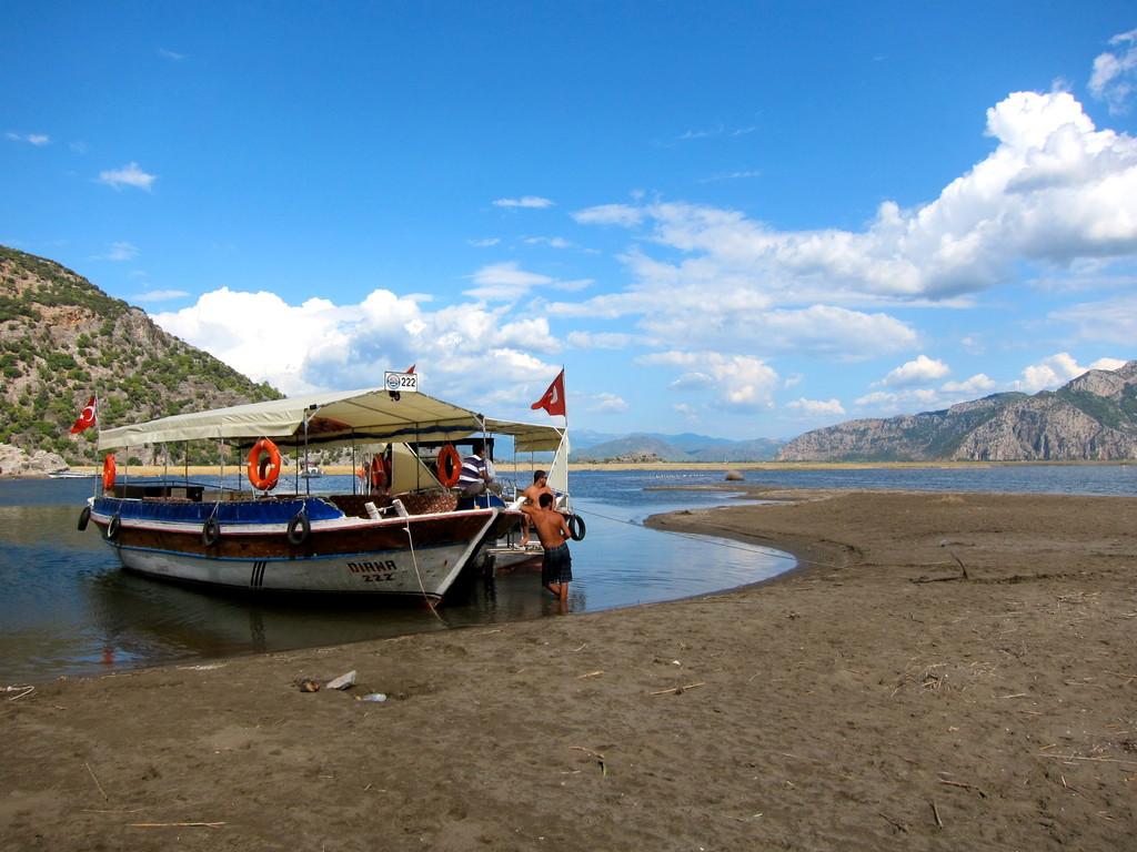 Ankern fürs Mittagesen zwischen Lagune + Meer, Dalyan Lykischen Küste