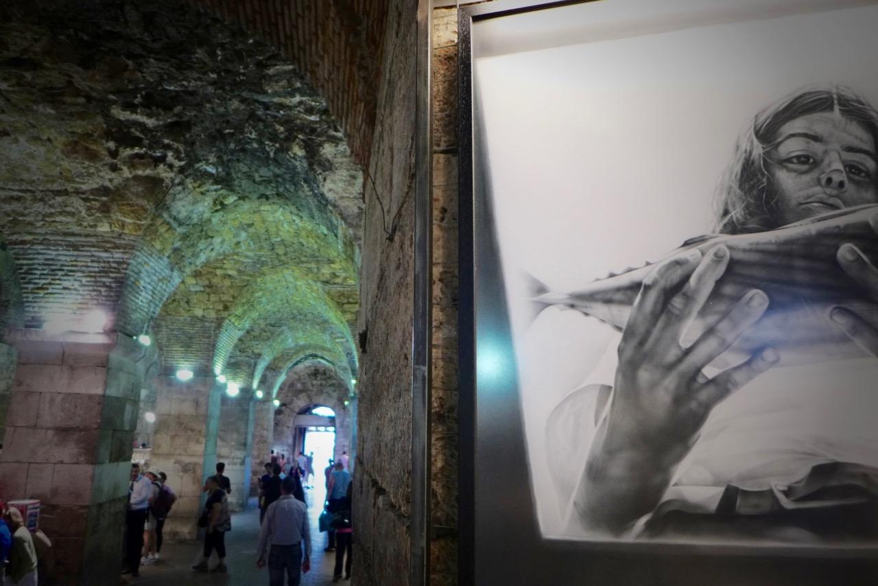 Über die Kellergewölbe erreicht man den Palastplatz von Split