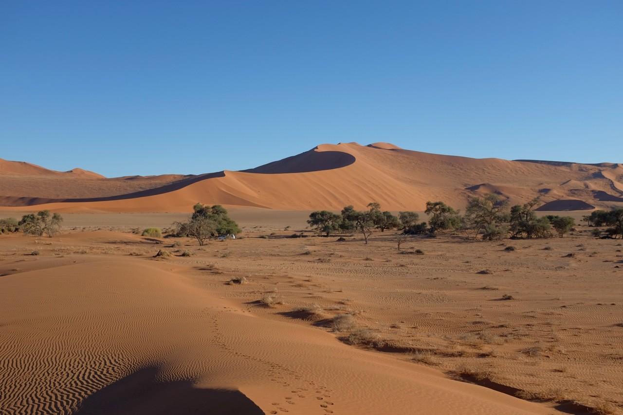 Namibia Sossusvlei nördl. 2x2 parking, Blick auf Big Mama