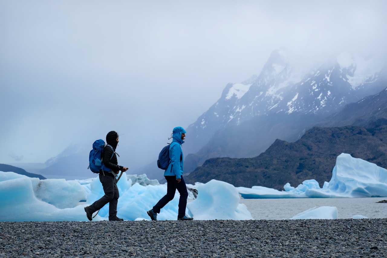 Strand und Eis am Lago Grey, Torres del Paine