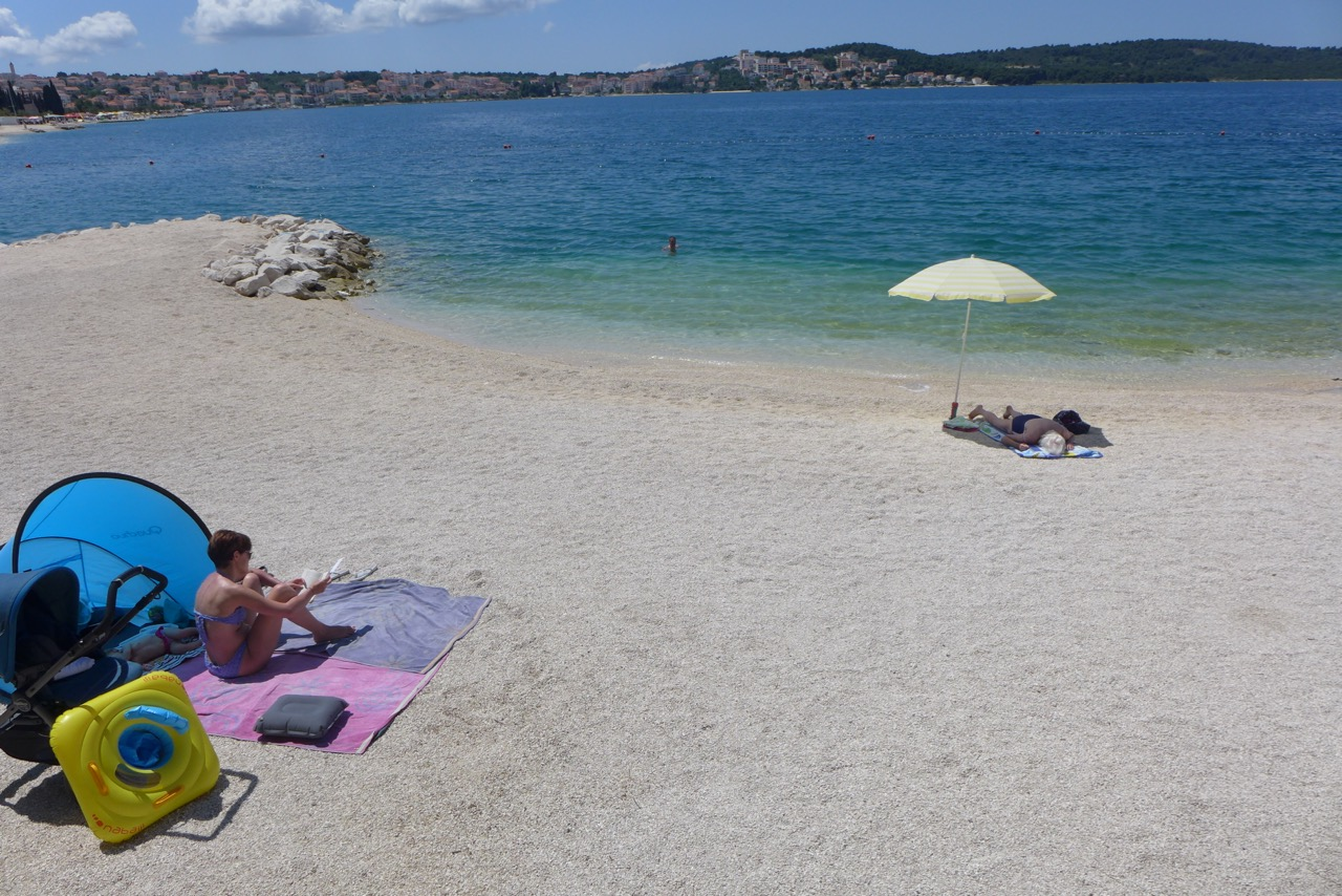 Strand vom Camp Rožac bei Trogir