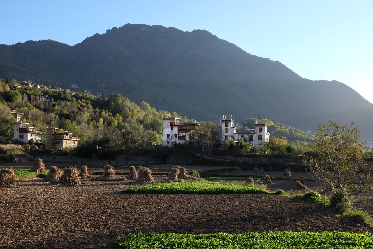 Dorf Zhonglu bei Danba