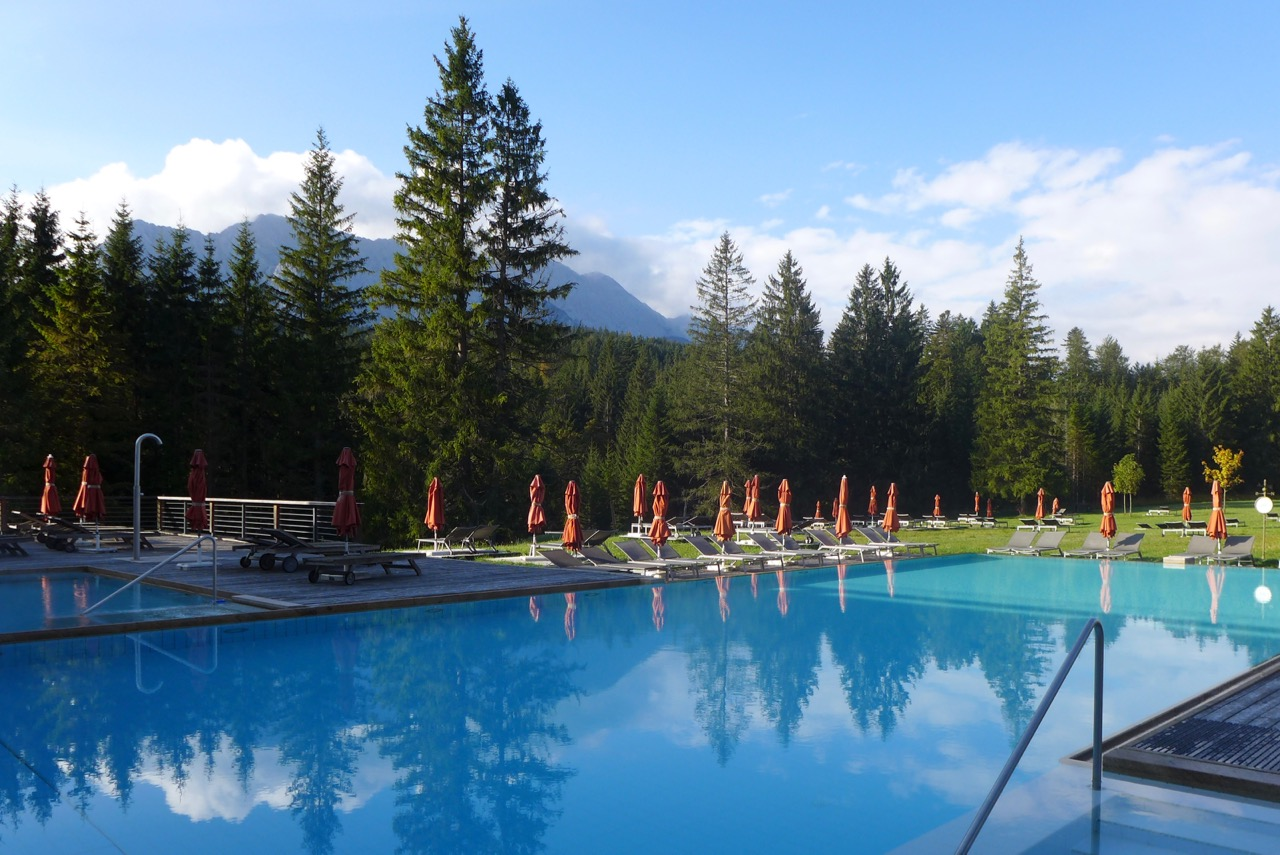 Außenpool im Kranzbach Hotel