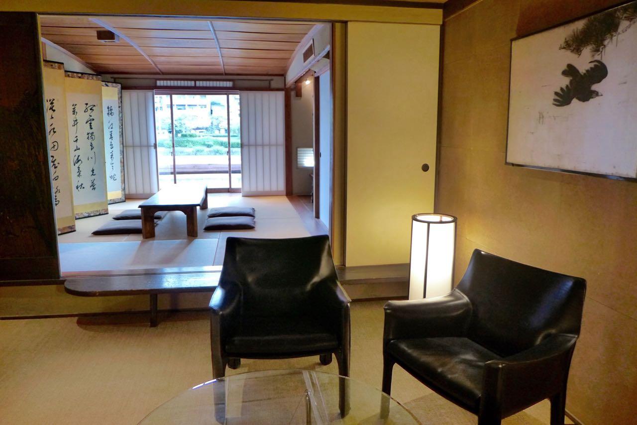Erlesene moderne Möbel in unserem Machiya Haus in Kyoto (Iori Machiya)