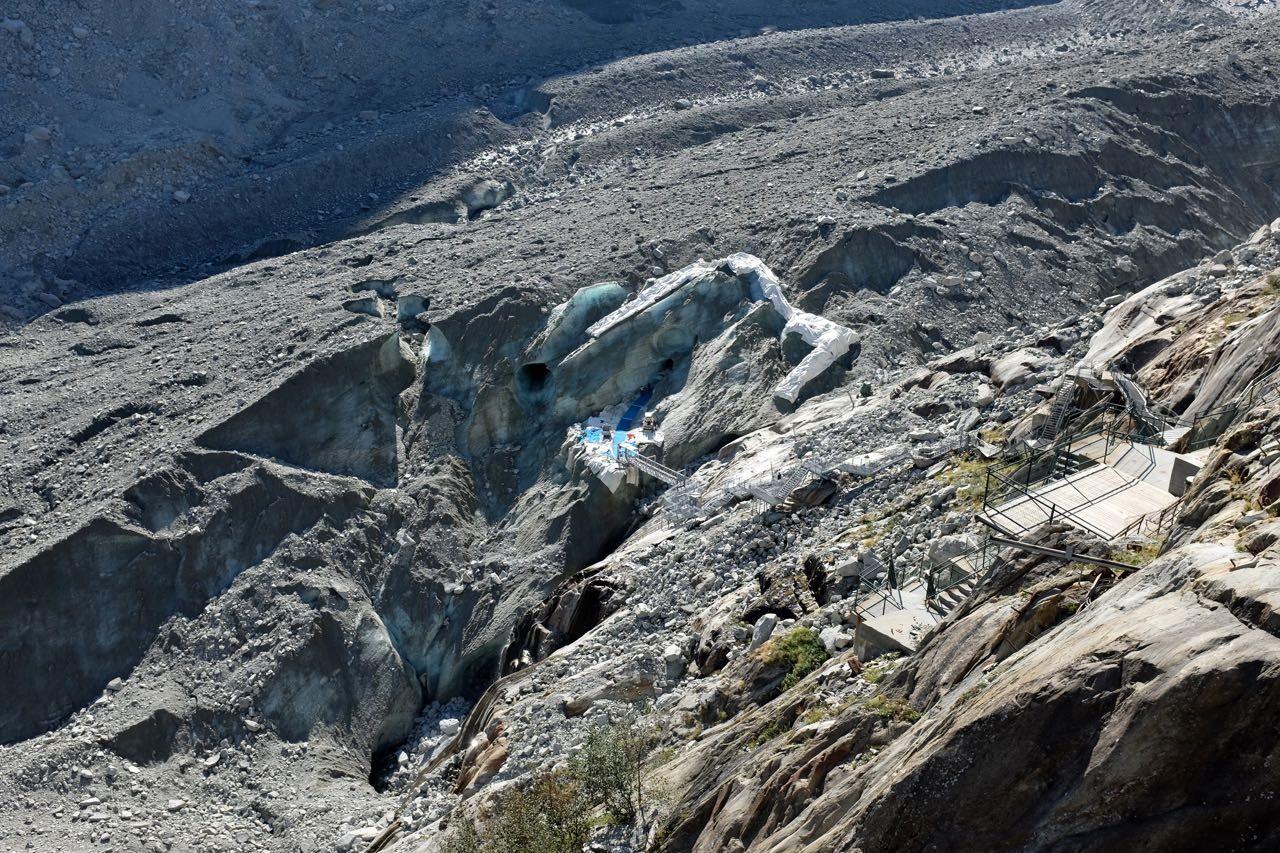 Der Eingang zur Ice Cave im Glacier de Mer, Chamonix