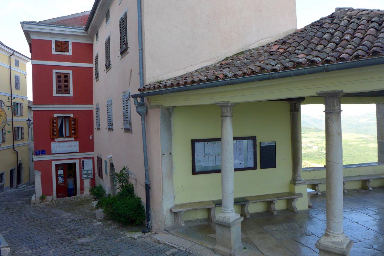 Villa Borgo (rotes Haus) in Motovun