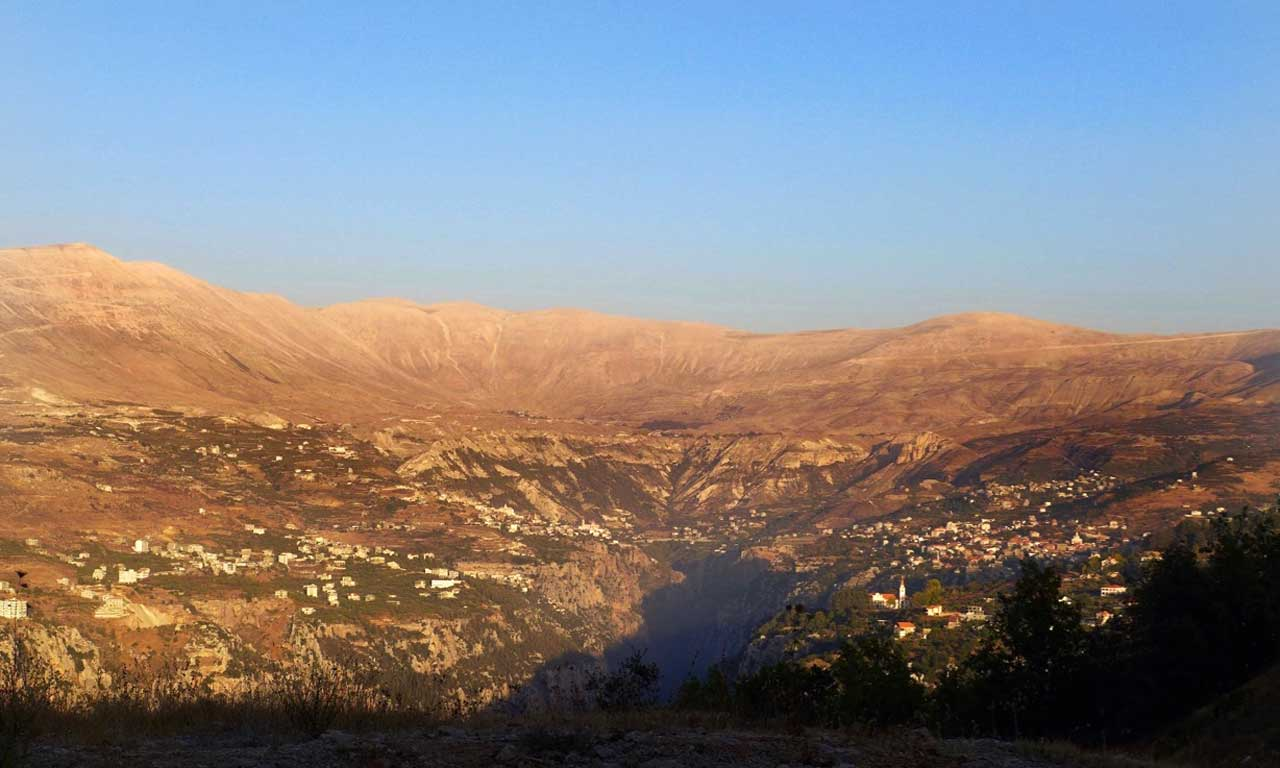 Blick vom Qurnat as Sauda (Schwarze Horn) Libanon