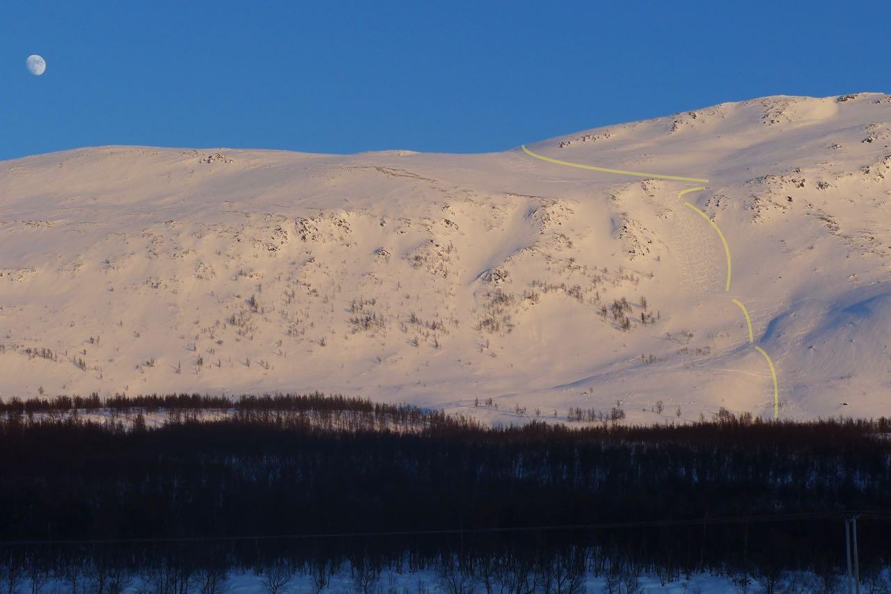 Unserer Abfahrtsroute (gelb) Westflanke des Rundfjellet – Skitour Lyngen Alpen