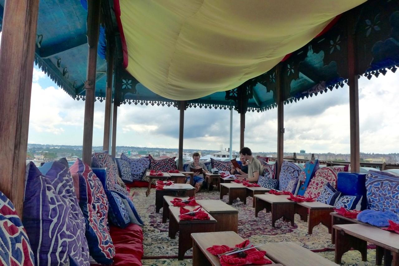 Emerson on Hurumzi thront über Stone Town – zum Lunch gibt es noch Platz