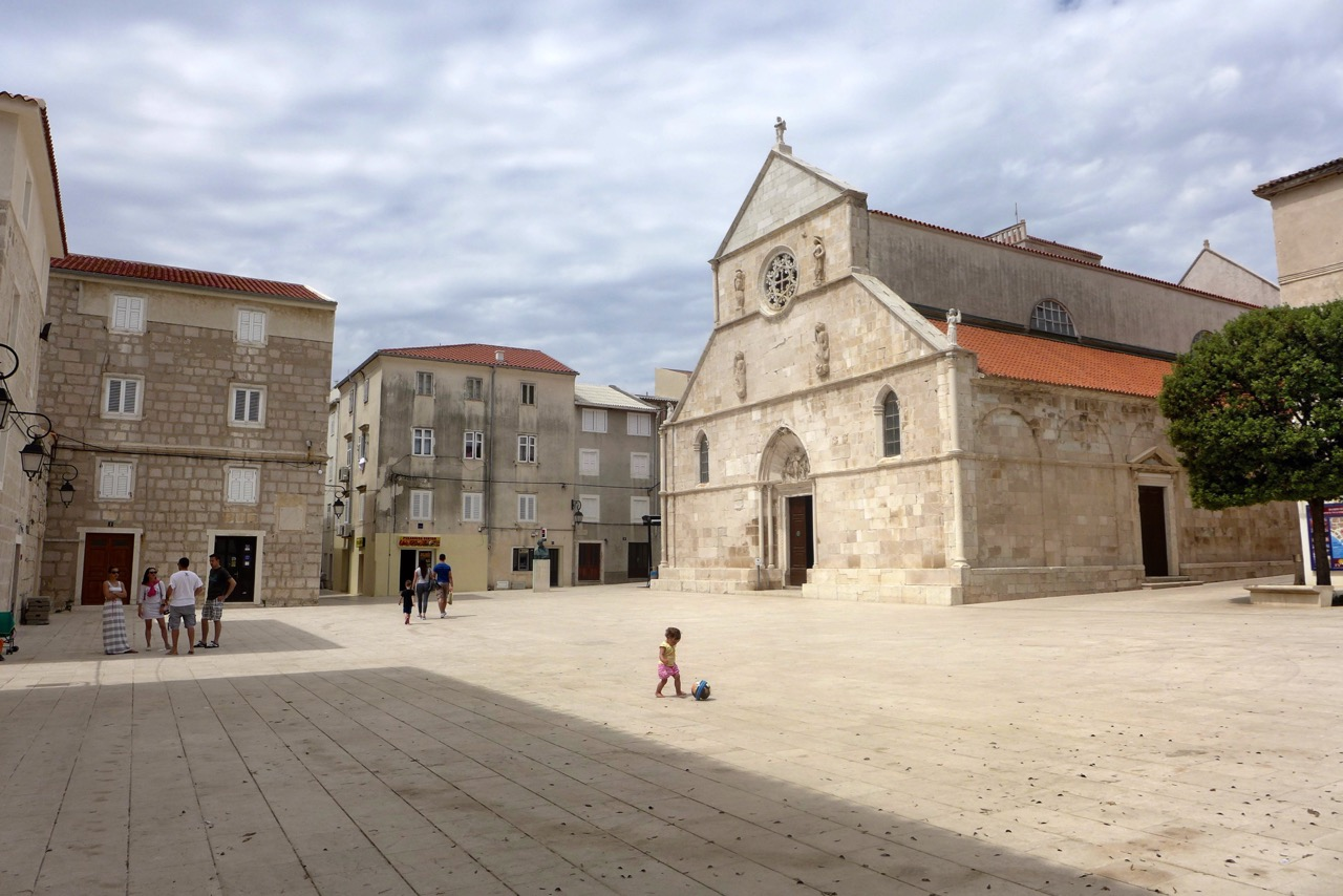 Schöne kleine Altstadt von Pag