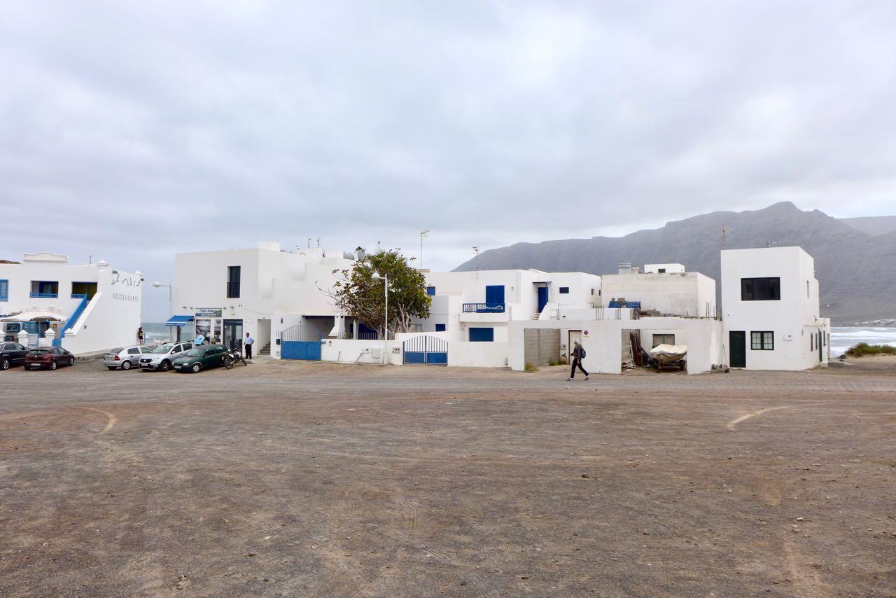 Sandverwehte Straßen in Caleta de Famara, Lanzarote