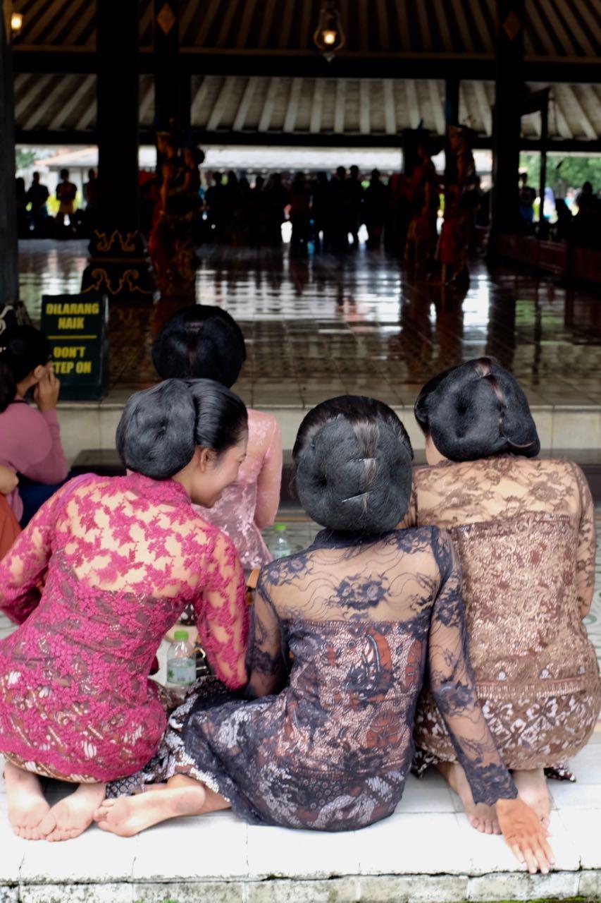 Tänzerinnen im Kraton, Palastkomplex von Yogyakarta