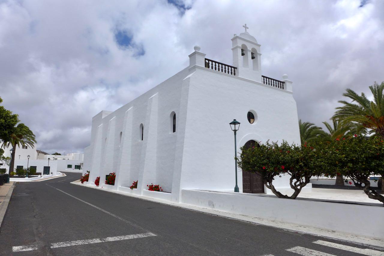 Ugas Kirche vom gefeierten Architekten Luis Ibanez Margalef