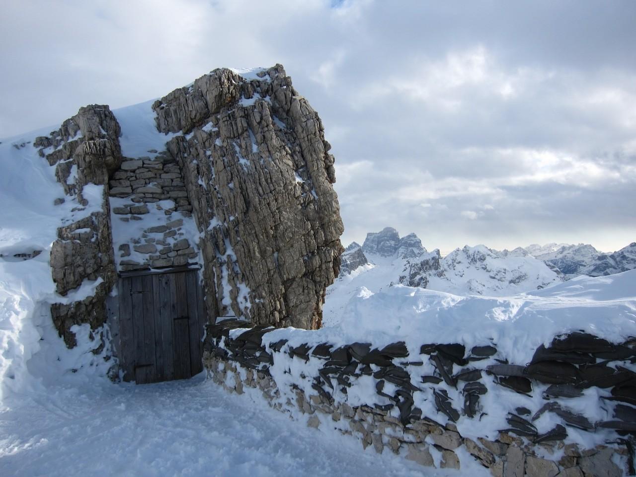 Eingang zum Kriegsstollen aus dem 1. Weltkrieg,  Lagazuoi, Dolomiten Südtirol