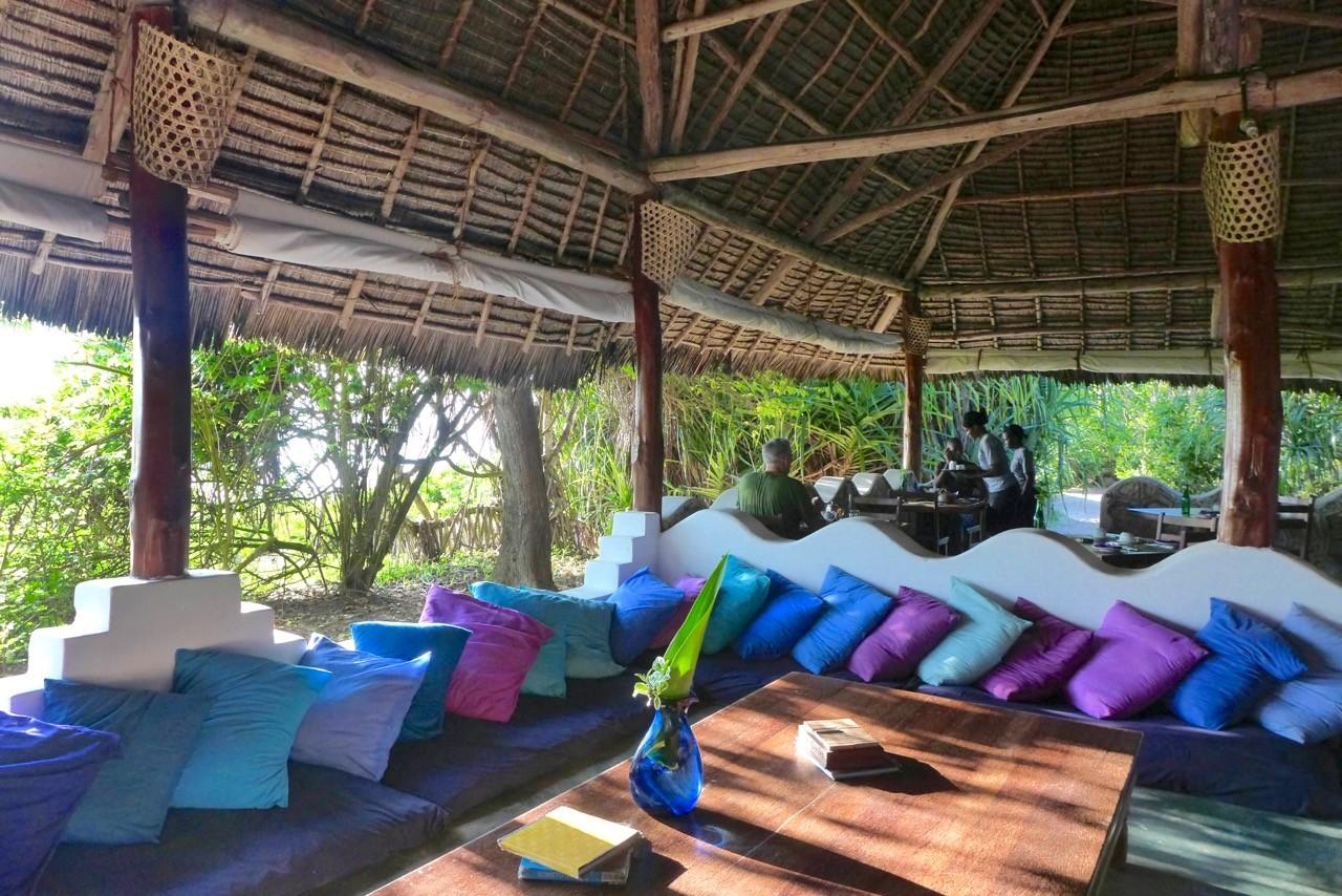Luftige Lounge & Restaurant im Matemwe Beach Village