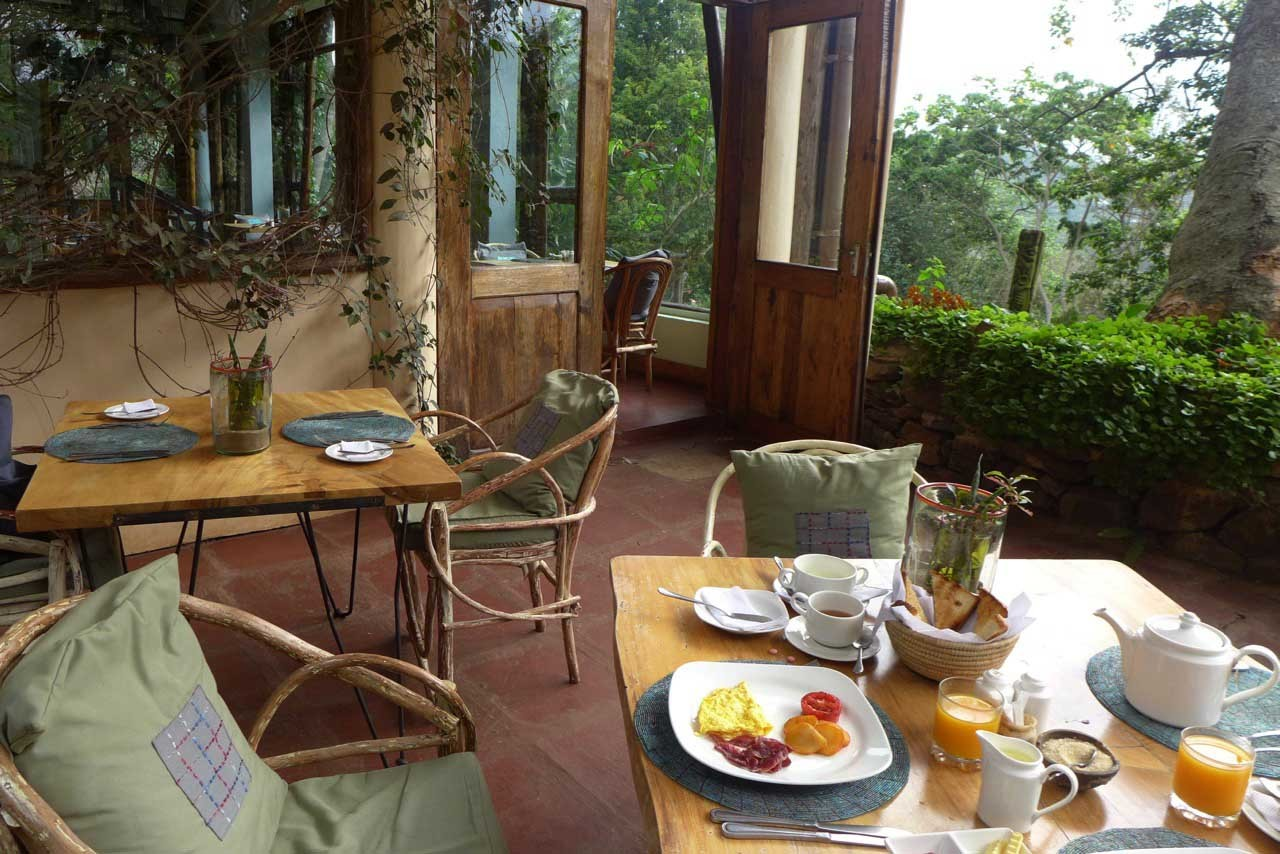 Frühstück im Restaurant der Karama Lodge Arusha