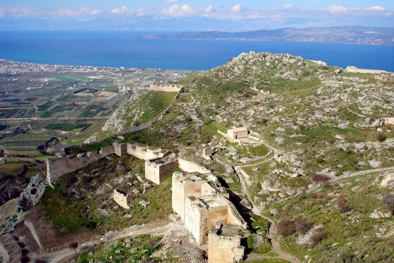 Foto: Festungsanlage Akrokorinth – Wikipedia, Peloponnes