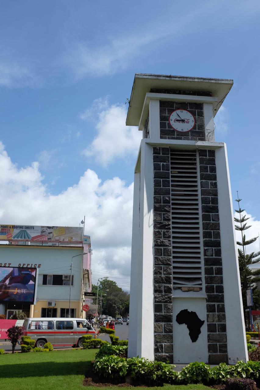 Steht in der Mitte Afrikas, der Clock Towner in Arusha