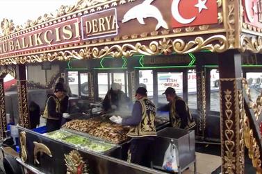 Fischbrötchen Boote Istanbul