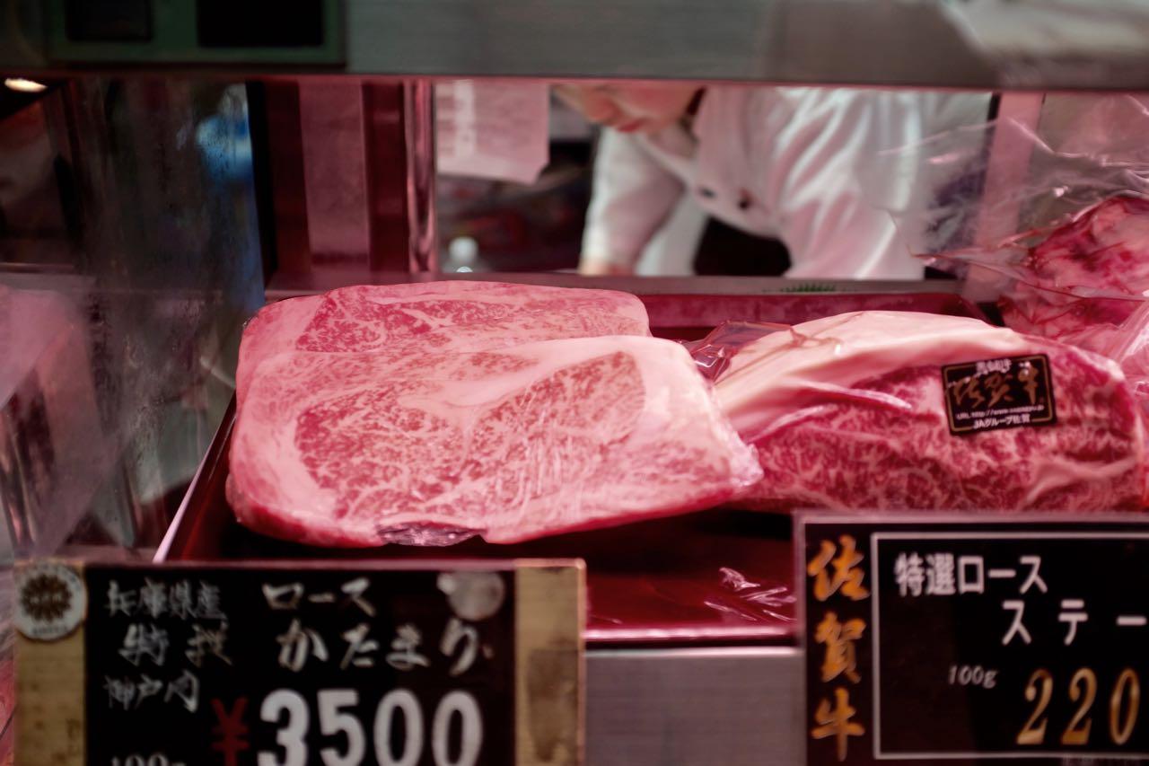 Premium Kobe Beef auf dem Kuromon Ichiba Food Market Osaka