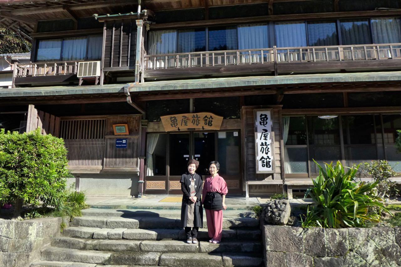 Besitzerinnen des Kameya Ryokan in Kawayu Onsen