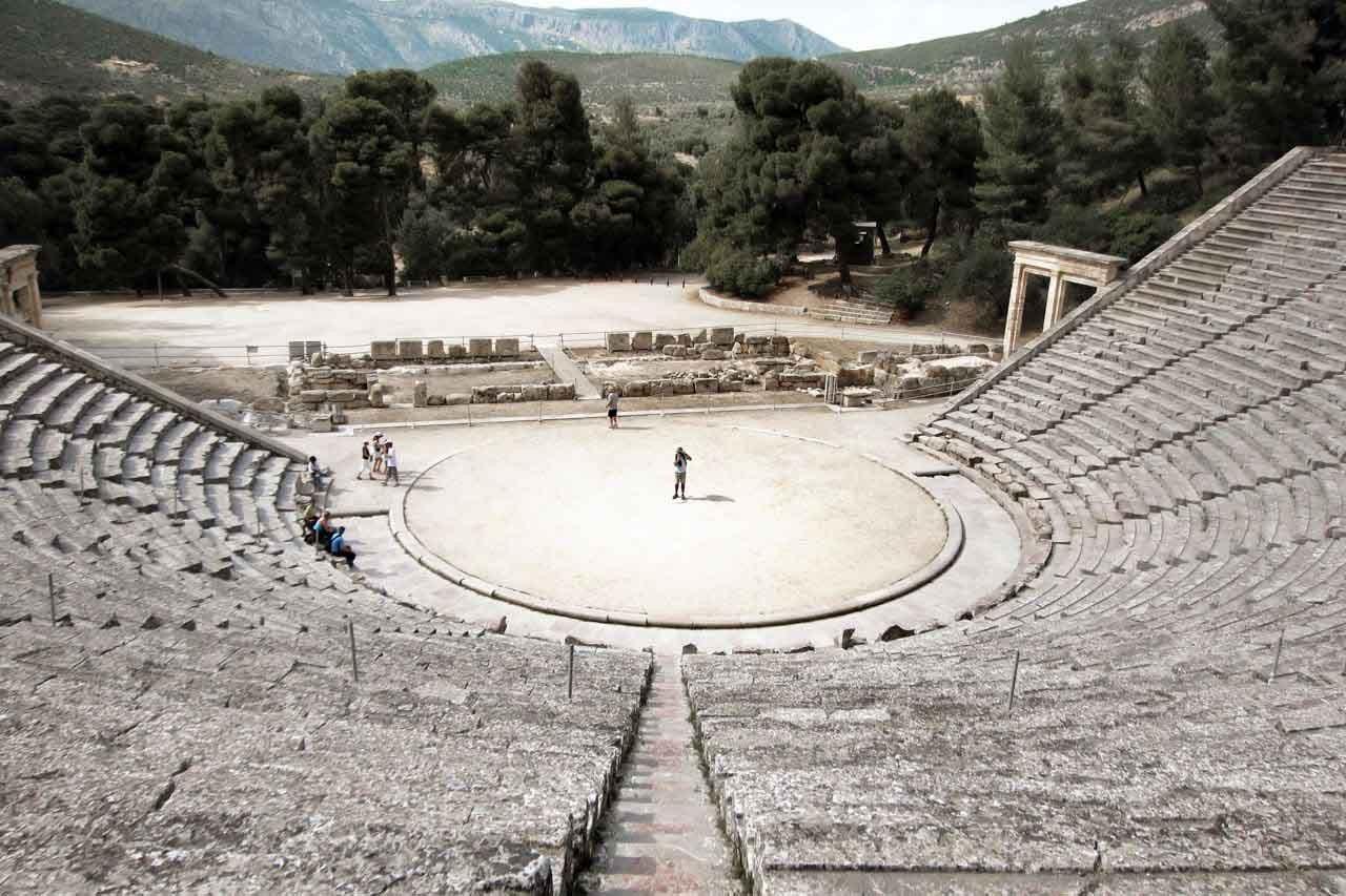 Weltbeste Akustik im Theater von Epidauros, Peloponnes
