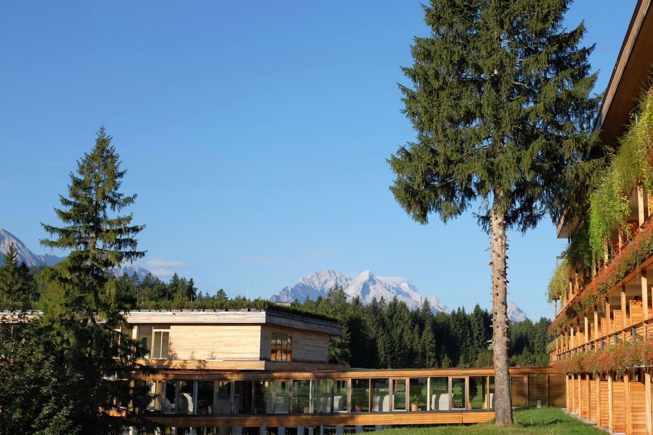 Naturnahe Architektur aus lokalem Holz im Kranzbach