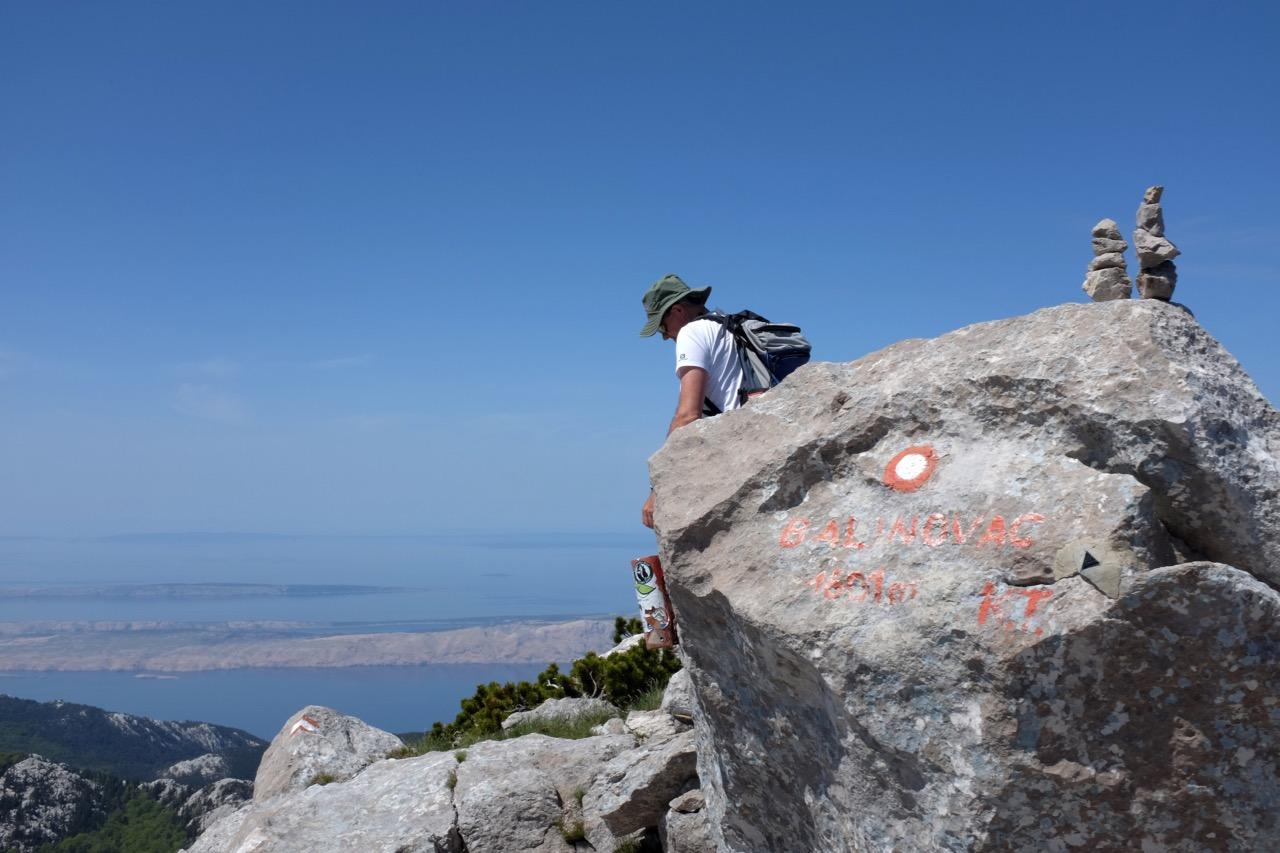 Auf dem Gipfel Balinovac im Nord-Velebit