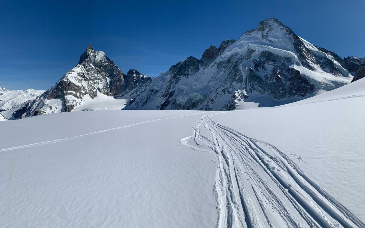 Matterhorn und rechts Dent d'Hérens