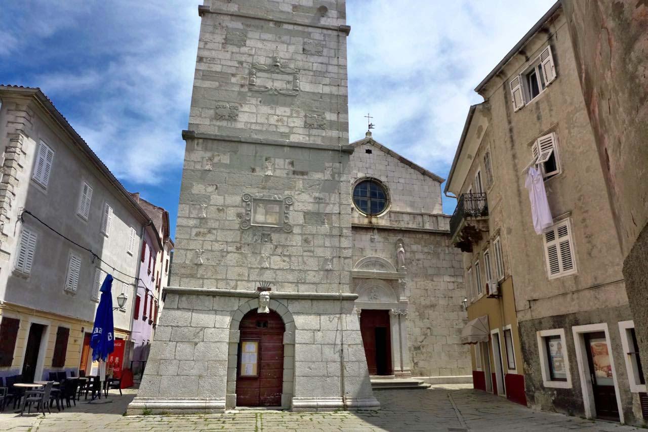 Campanille und Kirche von Cres