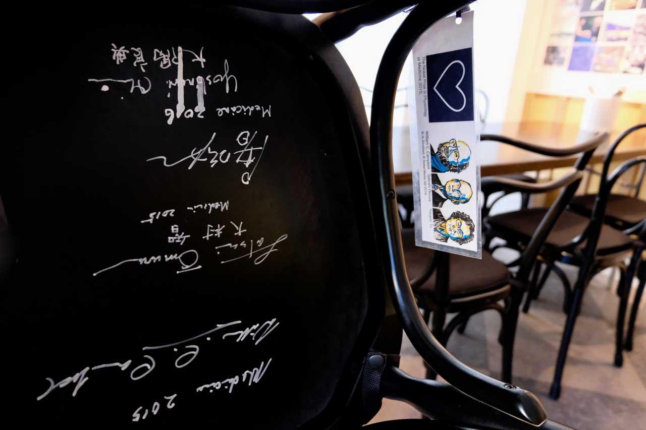 Signierte Stühle im Bistro Nobel Museum