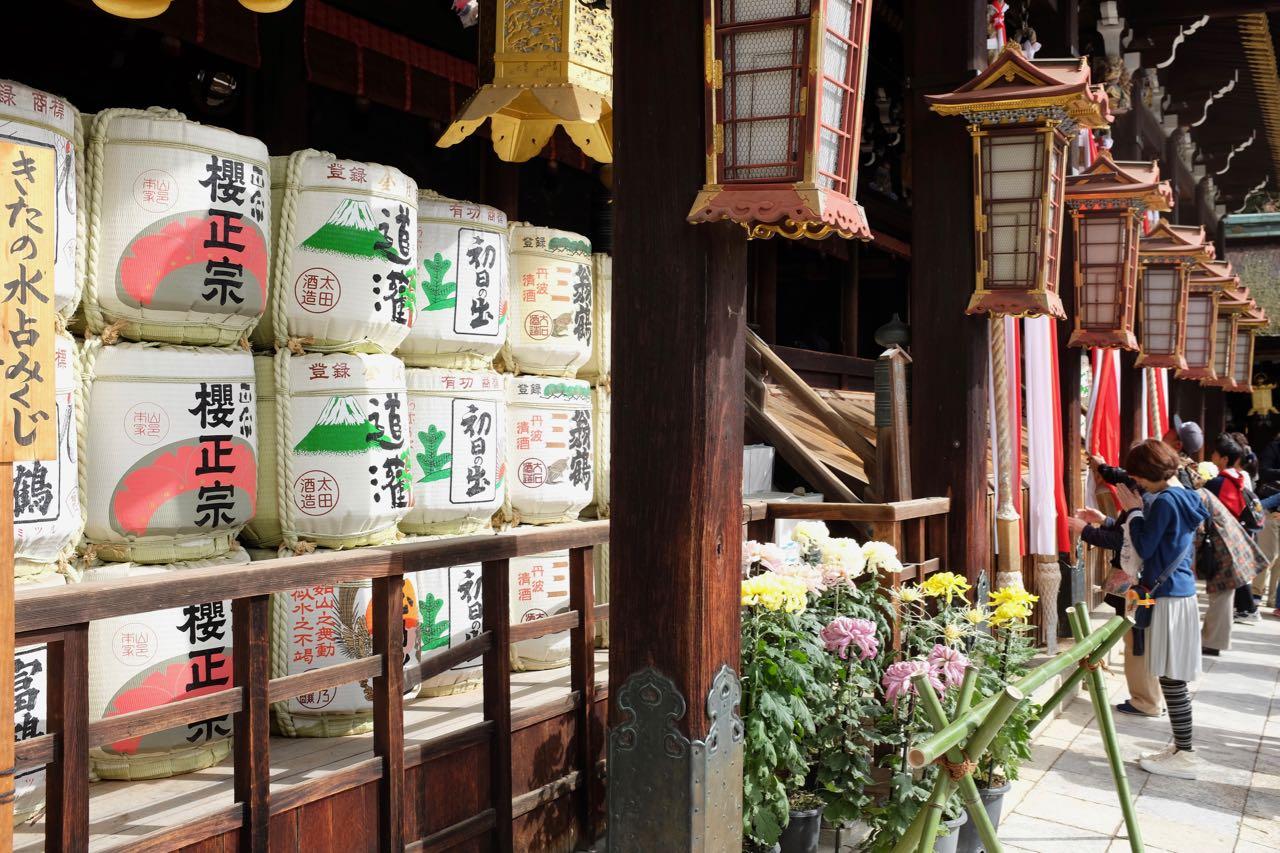 Kyoto Flohmarkttag mit Tempelbesuch im Kitano Tenmangu-Schrein