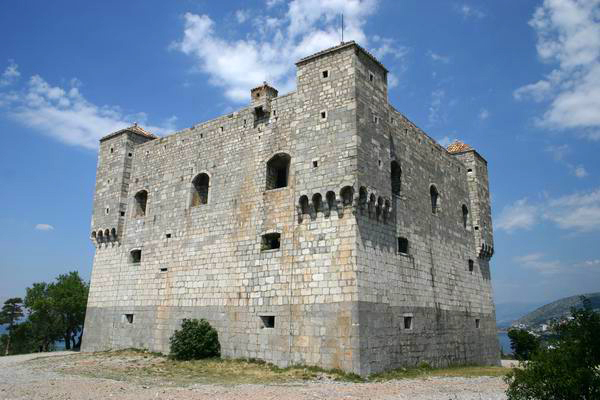 Die mittelalterliche Burg Nehaj in Senj, Schauplatz der 'Roten Zora und ihrer Bande'