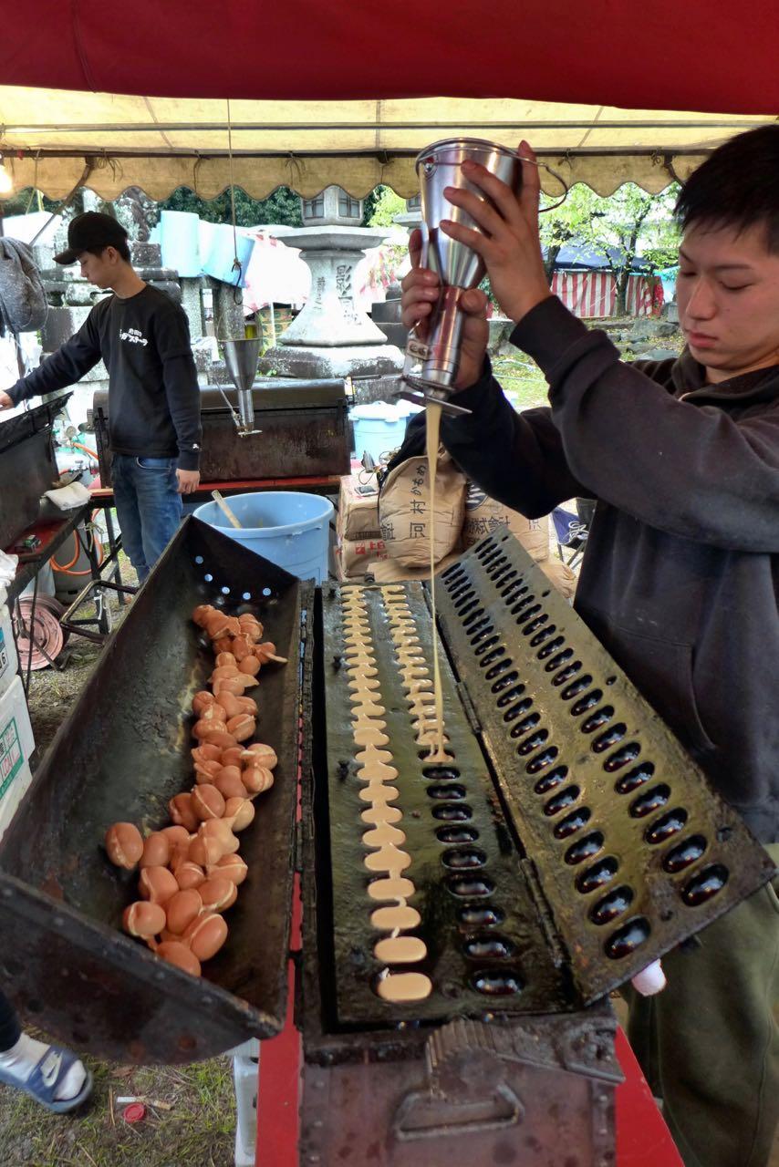 Interessante Snacks auf dem Kyoto Flohmarkt