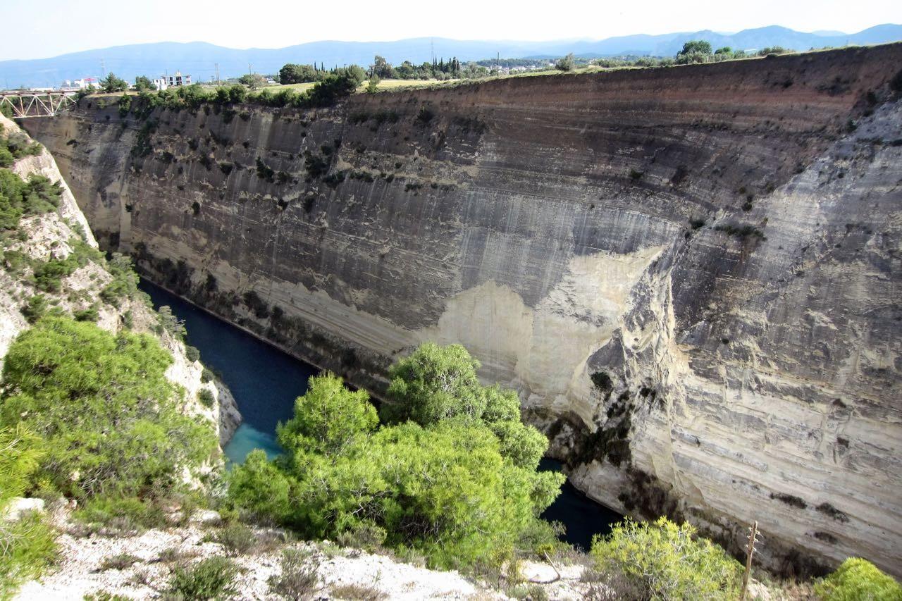 Der schnurgerade Kanal von Korinth Peloponnes