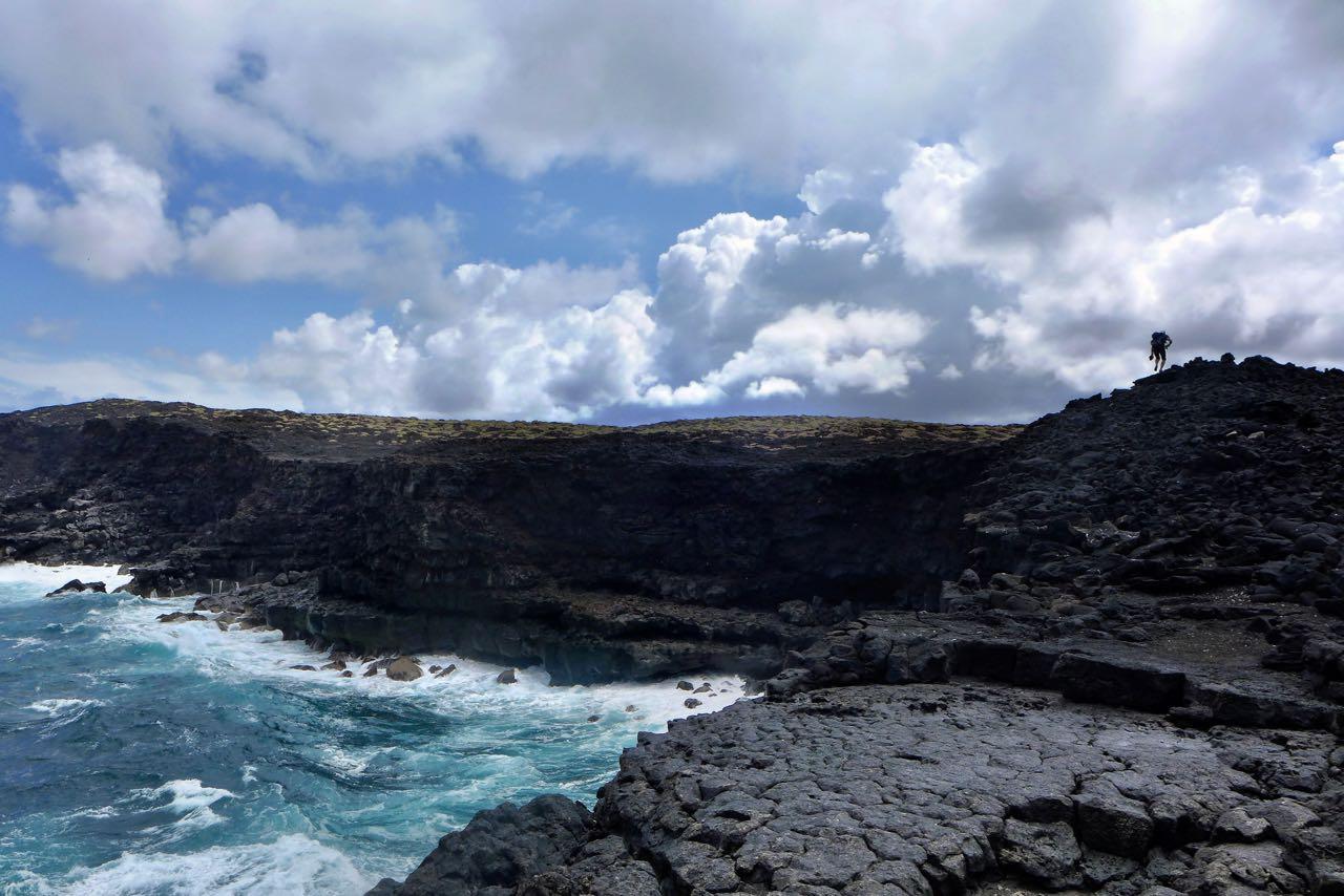Über die Steilküste zum Strand – Küstenwanderung Timanfaya Nationalpark