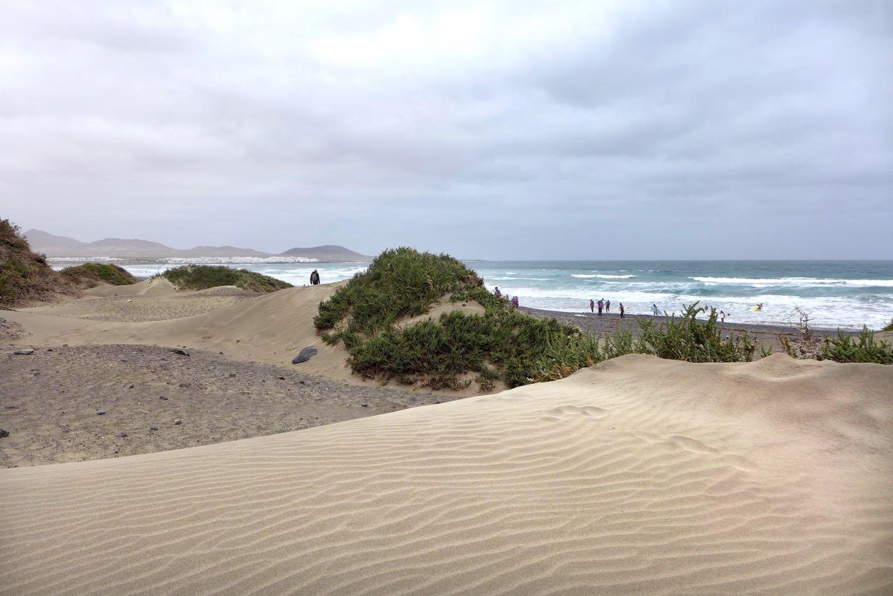 Großer Dünenstrand an der windigen Playa de Famara