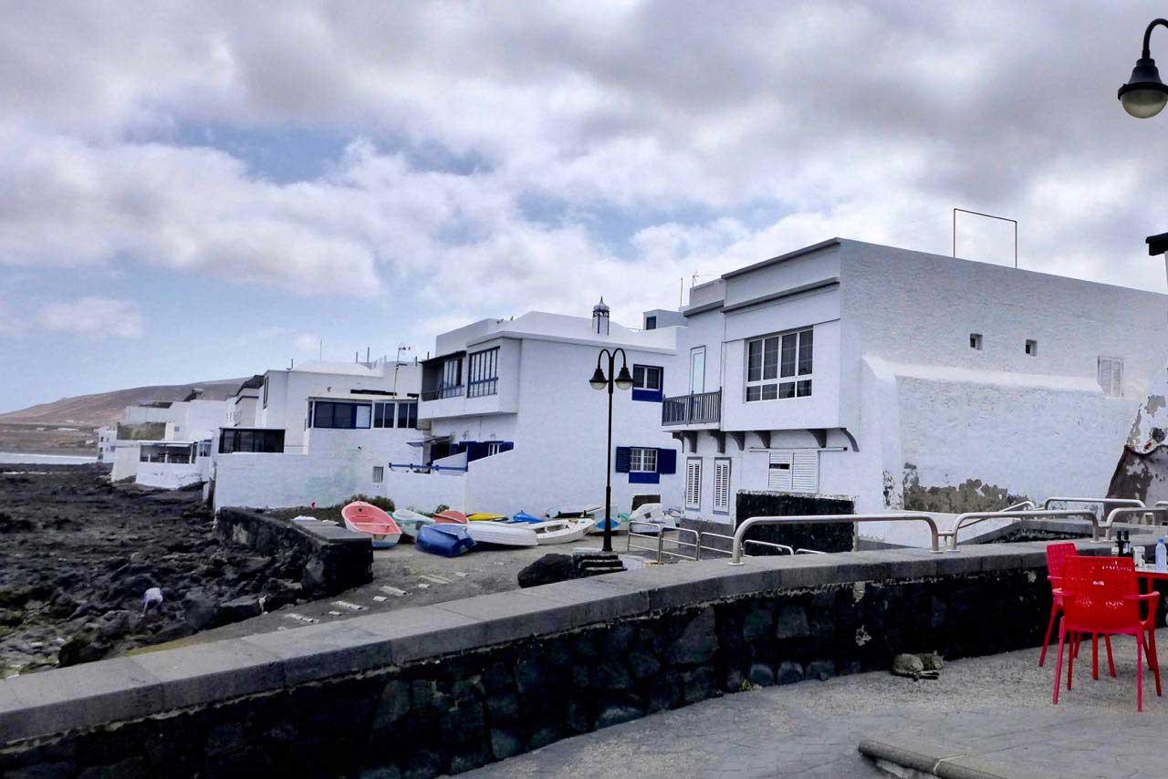 Das Fischerdorf Arrieta ist bekannt für seine Fischrestaurants, Lanzarote