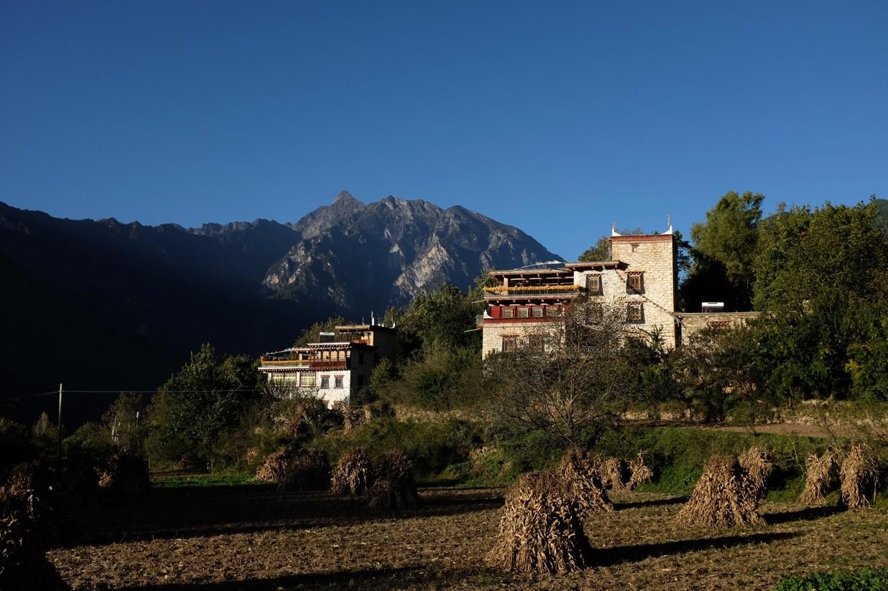 Zhonglu Dorf bei Danba