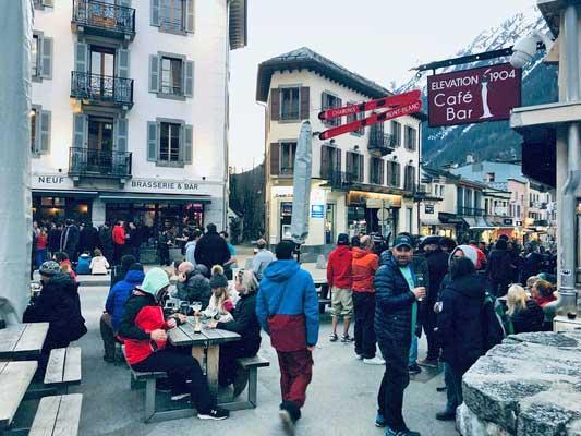 Straßenkeipe in Chamonix